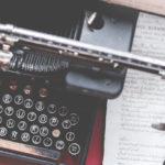 古びたアンティークなタイプライター