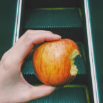 かじった跡があるりんご