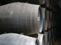 長年熟成されたワイン樽