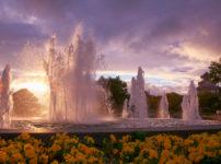 夕焼けに映える噴水
