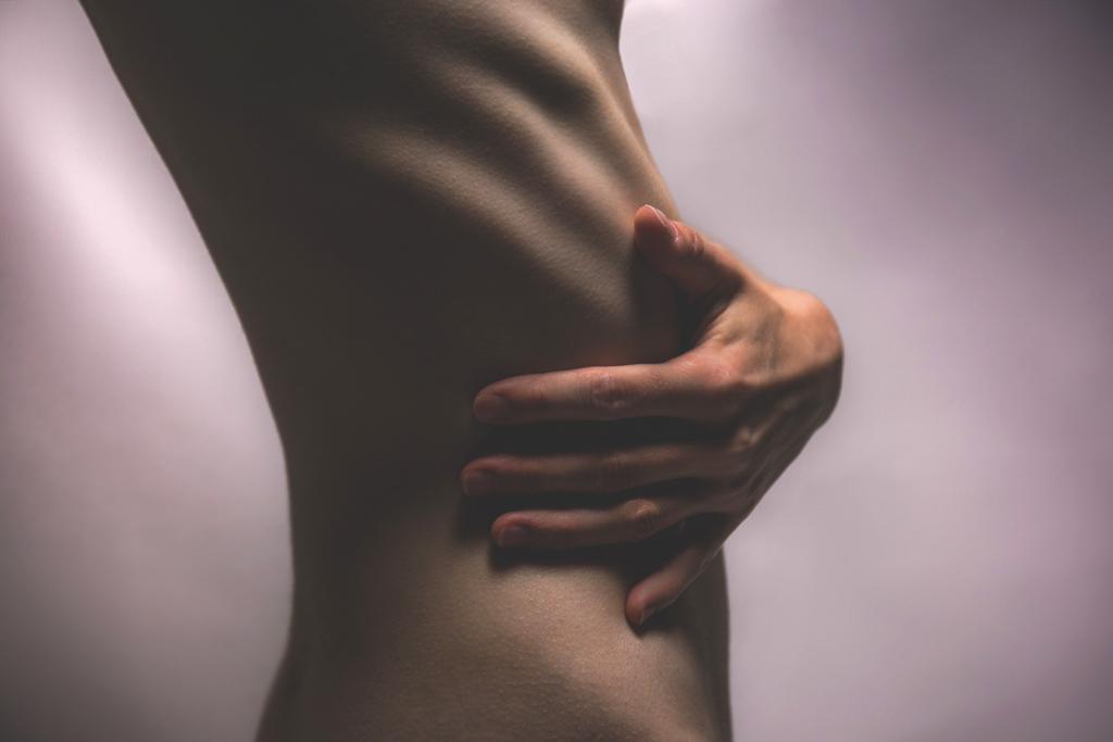 女性の柔らかさが伝わるような肉体美